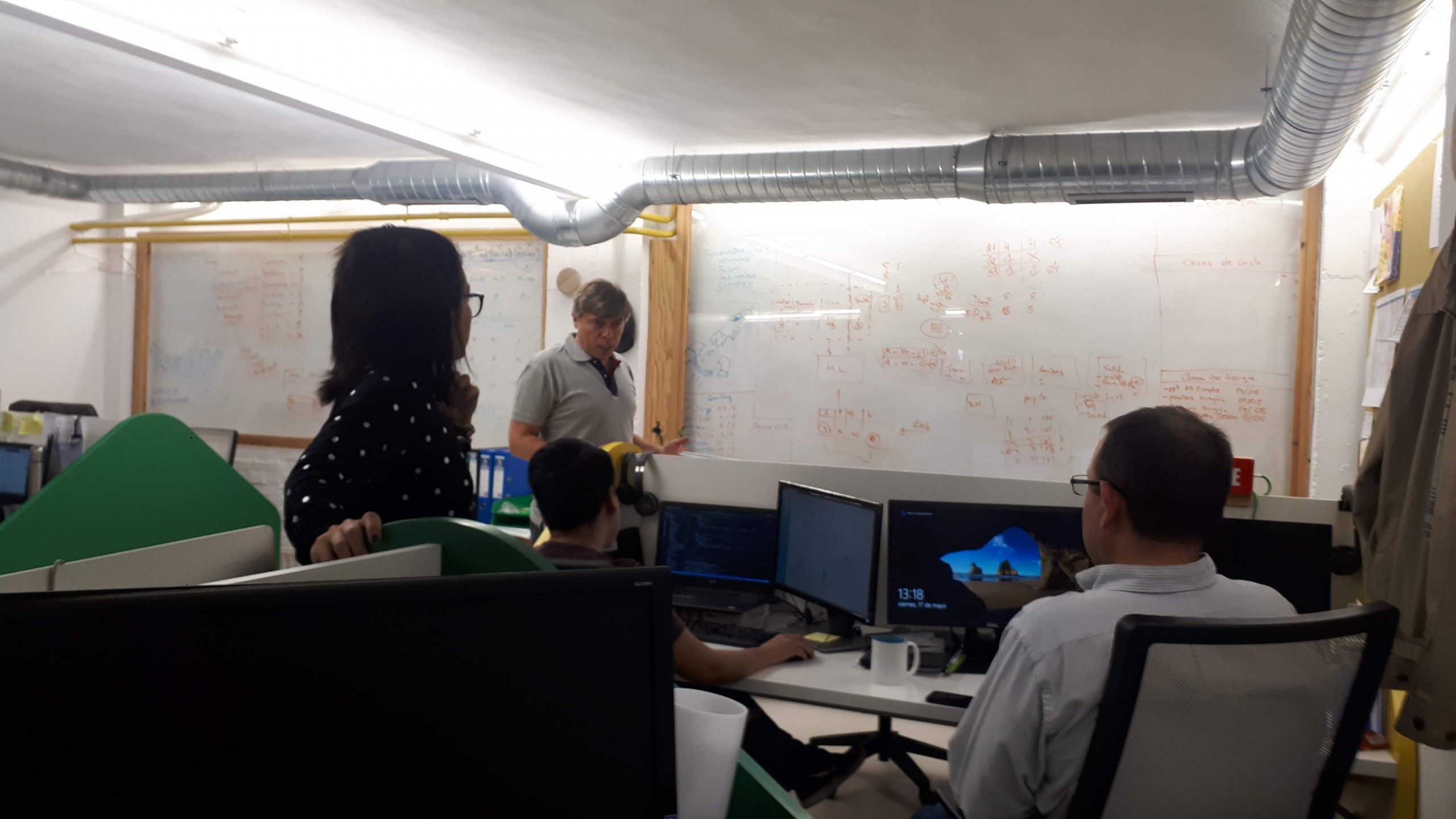 startup tecnológica trabajando en Freeland Coworking