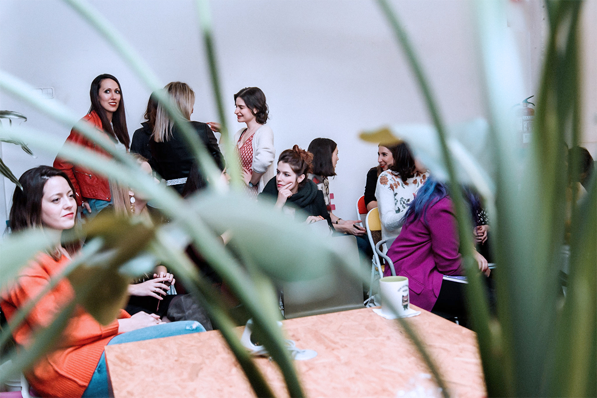 Grupo de mujeres emprendedoras en Freeland Coworking Madrid