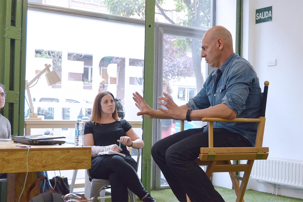 Martin Giachetta dando una charla en Freeland Coworking